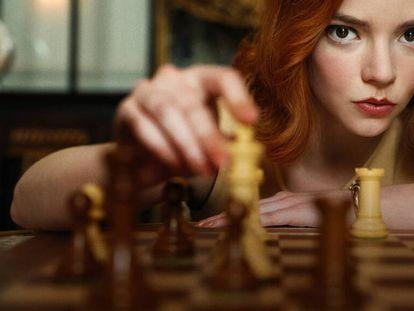Imagen de promoción de 'Gambito de dama', la adaptación para Netflix del libro de Walter Tevis.