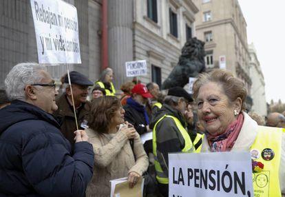 Concentración ante el Congreso en defensa de las pensiones, el 1 de diciembre.