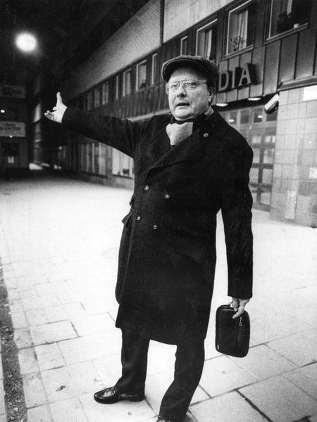 Stig Engström, conocido como 'el hombre de Skandia', cerca del lugar donde fue asesinado Olof Palme, en febrero de 1986, en Estocolmo.