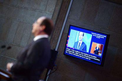Hollande se dirige a patronal y sindicatos en París.
