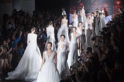 Uno de los desfiles de la Valmont Barcelona Bridal Fashion Week 2018