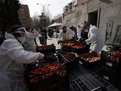 Reparto solidario de alimentos en Madrid el 18 de febrero de 2021.