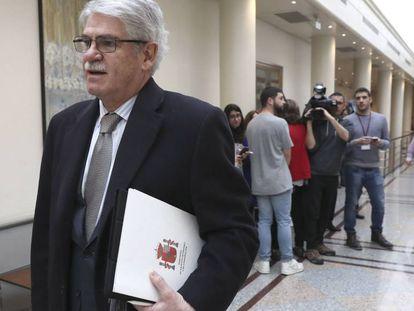 El ministro de Exteriores, Alfonso Dastis, el pasado martes en los pasillos del Senado.