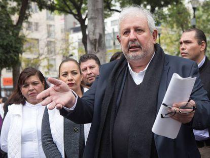 Marco Rascón, en una conferencia de prensa para anunciar su precandidatura al gobierno de la Ciudad de México.
