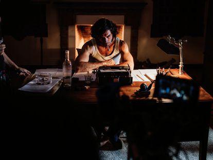 Javier Rey, en el rodaje de 'La casa del caracol'.