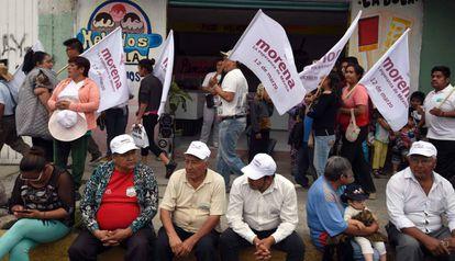 Partidarios de Morena y Delfina Gómez, en el municipio de Chalco.