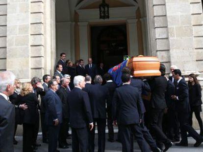 Llegada del féretro a la capilla ardiente en el Ayuntamiento de Sevilla.