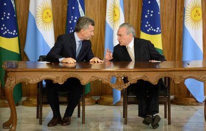 El presidente argentino, Mauricio Macri (izquierda), y el presidente brasileño, Michel Temer, ayer en Brasilia.