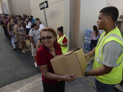Residentes de Morovis, Puerto Rico, esperan la ayuda a tres meses del Huracán María.