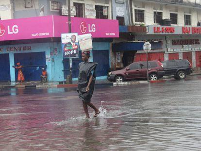 Una calle del centro de Monrovia, Liberia. Las lluvias torrenciales han provocado miles de víctimas en África Occidental desde junio.