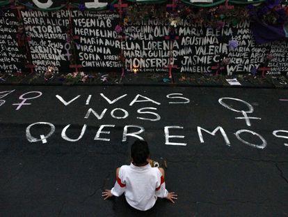 Manifestación feminista frente al Palacio Nacional, en Ciudad de México.