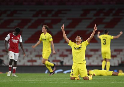 Los jugadores del Villarreal celebran sobre el césped del Emirates el pase a la final de la Europa League este jueves.