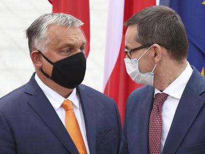 El primer ministro polaco, Mateusz Morawiecki (a la derecha), con su homólogo húngaro, Viktor Orbán, en la reunión del Grupo de Visegrado el pasado septiembre en Lublin.