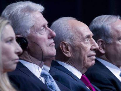 Barbra Streisand, Bill Clinton, Simon Peres y Benjamin Netanyahu.