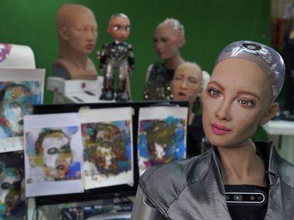 La robot Sophia, en el estudio de Hanson Robotics en Hong Kong en marzo de 2021.