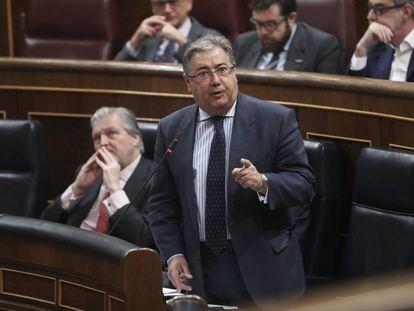 Juan Ignacio Zoido, ministro de Interior, en la sesión de control en el Congreso de este miércoles.