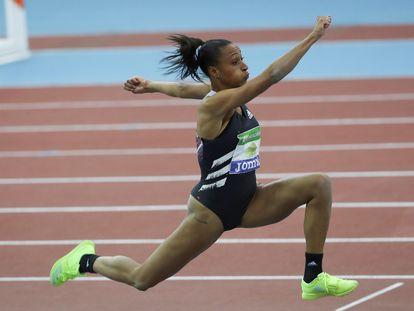 Ana Peleteiro, en uno de sus saltos.