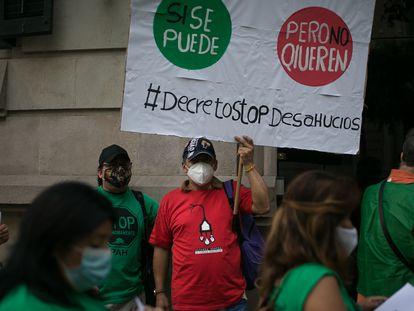 Protesta de la Plataforma de Afectados por la Hipoteca (PAH) en Barcelona para exigir una moratoria de desahucios.