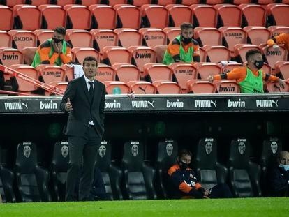 Javi Gracia durante el último partido del Valencia ante el Getafe en Mestalla el pasado domingo.