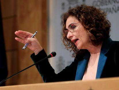 La ministra de Hacienda, María Jesús Montero, este lunes en la sede del ministerio.