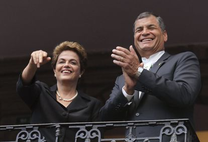 El exmandatario de Ecuador, Rafael Correa, junto a la expresidenta de Brasil, Dilma Rousseff.
