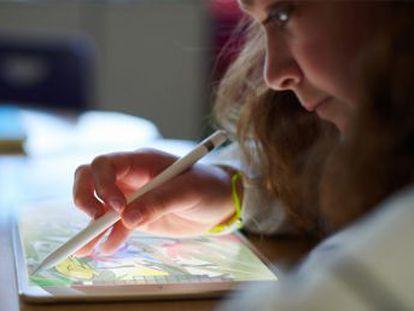 El iPad de sexta generación es más potente, apuesta por la realidad aumentada y es compatible con el Apple Pencil