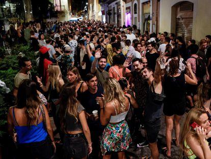 Aglomeración en las fiestas de Gràcia el pasado sábado.