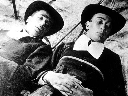 Imagen de 'Un perro andaluz', con Marval (izquierda) y Salvador Dalí.