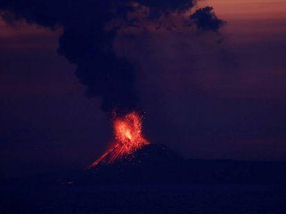 El volcán Anak Krakatau, en Indonesia, entró en erupción el pasado 22 de septiembre.