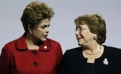 Las presidentas de Brasil, Dilma Rousseff (izquierda) y de Chile, Michelle Bachelet.
