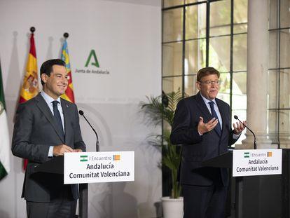 El presidente de Andalucía, Juan Manuel Moreno (izquierda) y el de Valencia, Ximo Puig, el pasado 21 de septiembre en Sevilla.