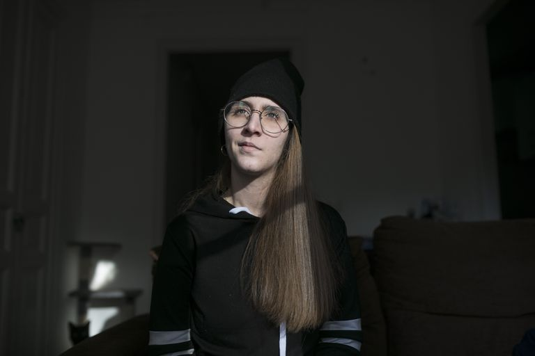 Raquel Txavarria, que sufrió en noviembre una hemorragia subaracnoidea, en su domicilio de Barcelona.