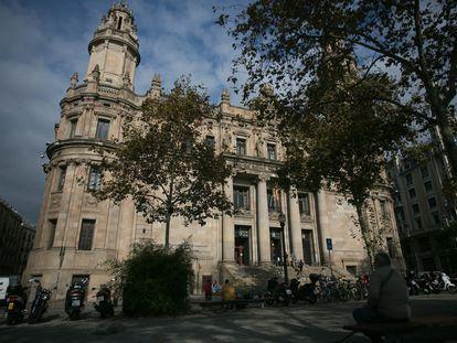 El edificio de Correos, al final de la Via Laietana, en Barcelona.