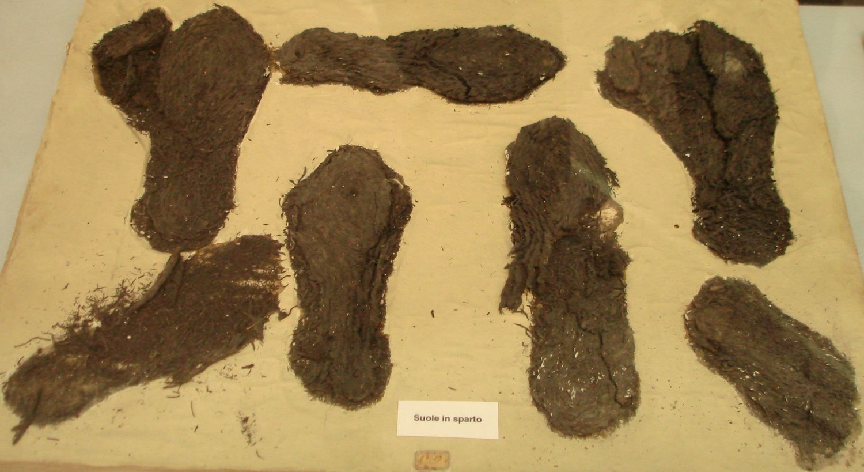 Proceso de restauración de la sandalia romana hallada en El Monastil (Elda).
