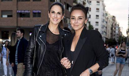 Chenoa con su amiga y compañera Nuria Fergó en Madrid en mayo de este año.