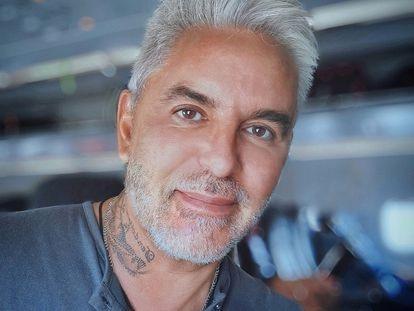 Daniel Cipolat, el gurú de temas cósmicos argentino cuyo cuerpo fue encontrado en el jardín de su asistente, en una foto de sus redes sociales