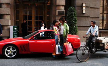 Jóvenes ricos en Shanghái.