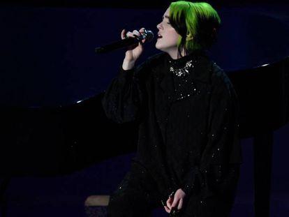 Billie Eilish, en su actuación en la ceremonia de entrega de los Oscar.
