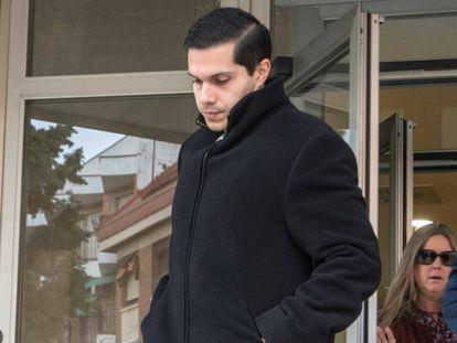 El exsacerdote condenado por abuso de menores a la salida de una de las sesiones del juicio en Ciudad Real en 2019.