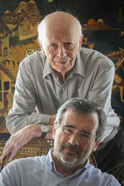 Emilio Lledó, detrás de Manuel Cruz.
