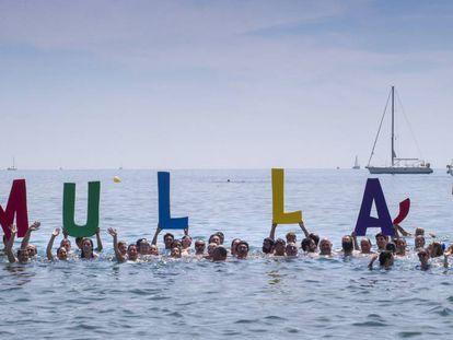 'Mulla't' en la playa de la Barceloneta
