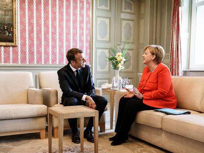 Emmanuel Macron y Angela Merkel, este martes en Meseberg (Alemania).