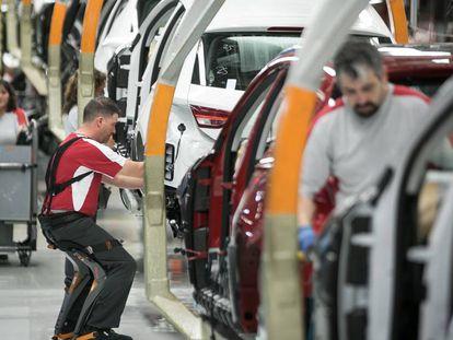 Cadena de montaje del Seat Leon. Fabrica de Seat, planta de Martorell.