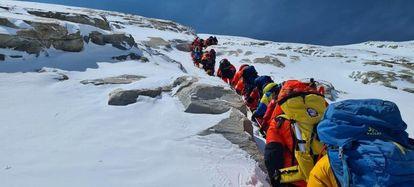 Colas en el Annapurna el 16 de abril