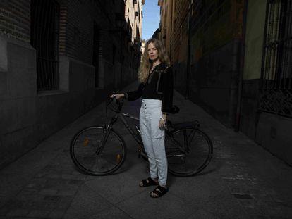 Christina Rosenvinge, con su bicicleta, en septiembre.