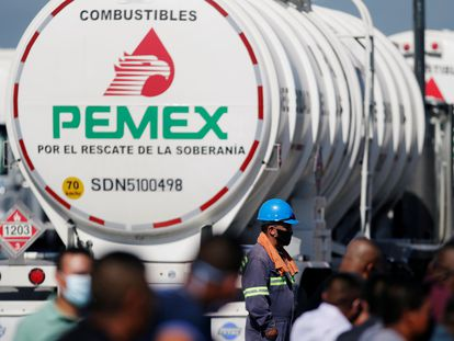 Un trabajador de la petrolera estatal mexicana PEMEX, el 27 de agosto de 2020.