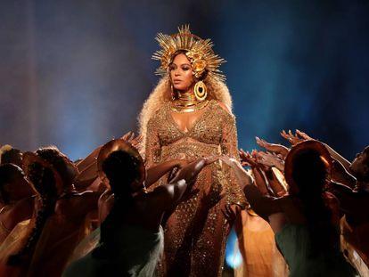 Beyoncé, en su actuación en la gala de los Grammy de 2017, en Los Ángeles.