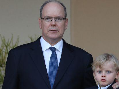 Alberto de Mónaco con su hijo, el príncipe Jacques, el pasado 23 de junio en el Principado.
