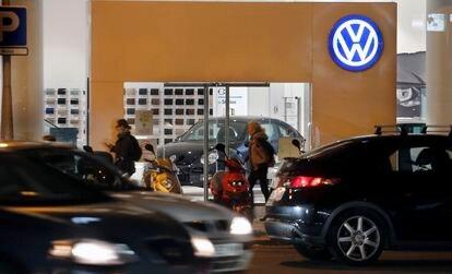 Un concesionario de Volkswagen en el centro de Barcelona.