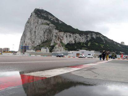 El aeropuerto internacional de Gibraltar, cerca de la frontera con España.